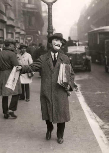 Newspaper seller, Paris, 1929VintageEs1a